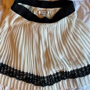 Forever 21 white pleated skirt with lace